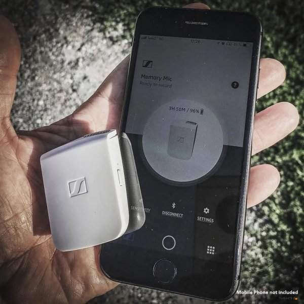 Sennheiser Memory Mic in hand with phone and app