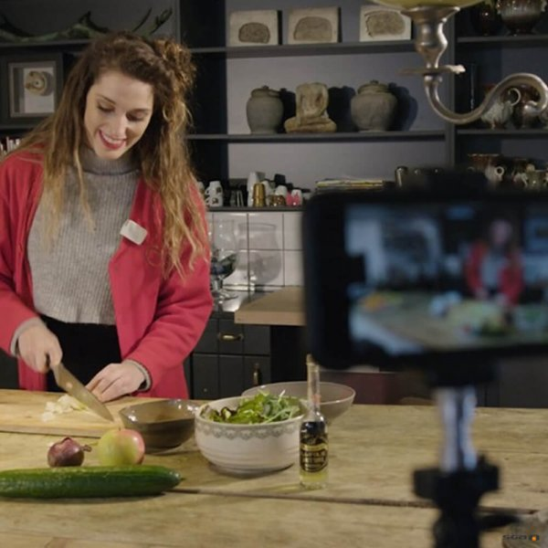 Memory Mic application with women cooking
